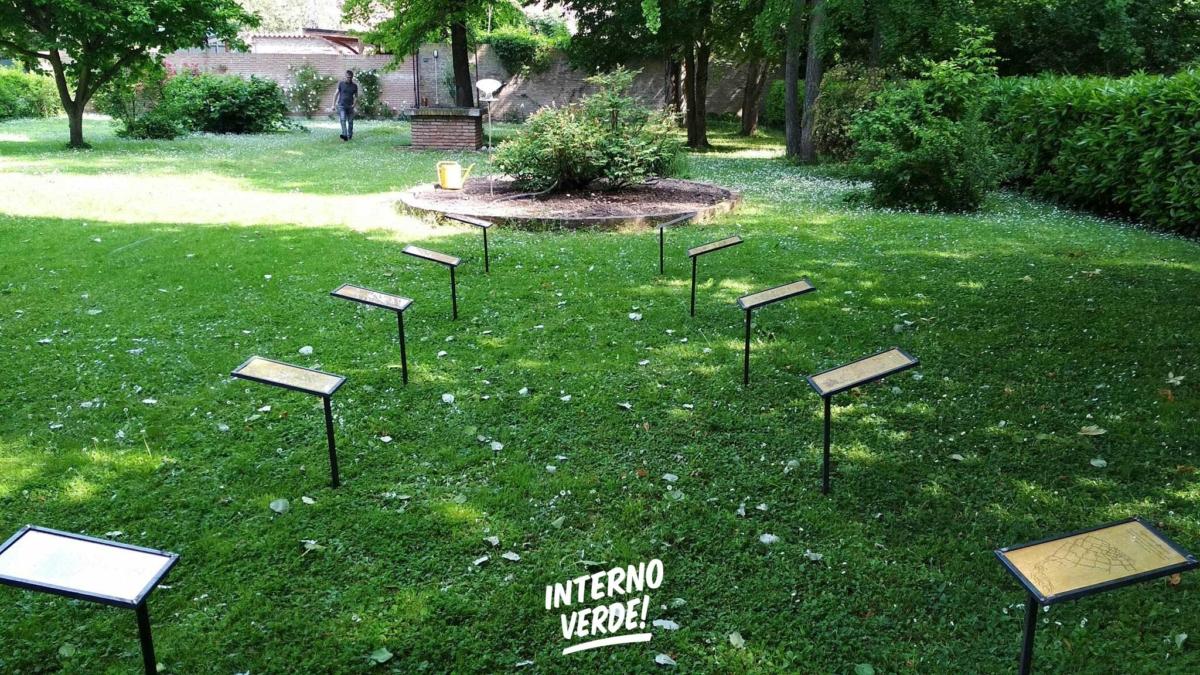 Installazione Orto invisibile Giardino Vicolo del Parchetto Ferrara - Le teche