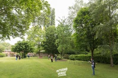 Installazione Orto invisibile Giardino Vicolo del Parchetto Ferrara Visitatori